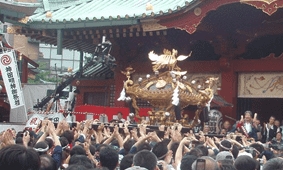 神田神社宮入-min