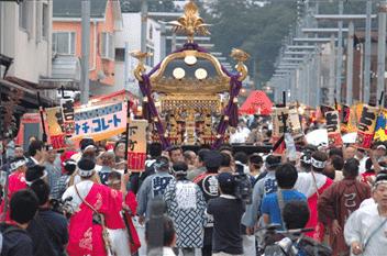 吉田の火祭り(神輿渡御)-min