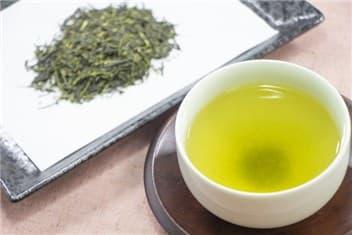 茶葉とお茶-min