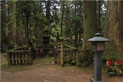 高野山奥の院-min