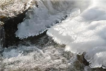 冬の川-min