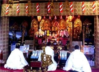 お寺祭壇-min