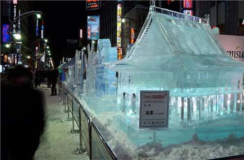 さっぽろ雪まつり(すすきの会場)-min